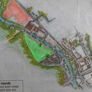 """Le projet : futurs logements ( vert ) / hangars disponibles ( orange )  ( Photo """"L'Avenir"""")"""