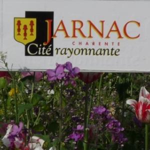 Bienvenue a Jarnac, la ville de Francois Mitterrand