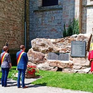 Dépôt de gerbes devant le monument des Malmédiens disparus