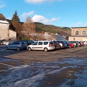 Le grand parking qui sera encerclé par le nouveau projet  ( photo F. Detry )