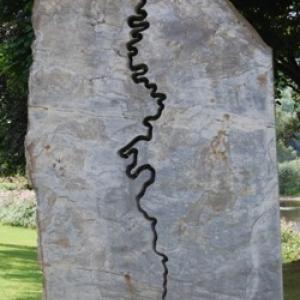 8 Stele moderne ou on a grave le cours de la Semois