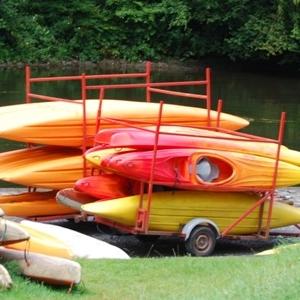 5 Kayaks oranges