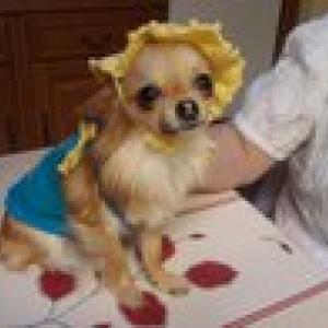 lili en garde-robes paris et petit chapeau delbonito