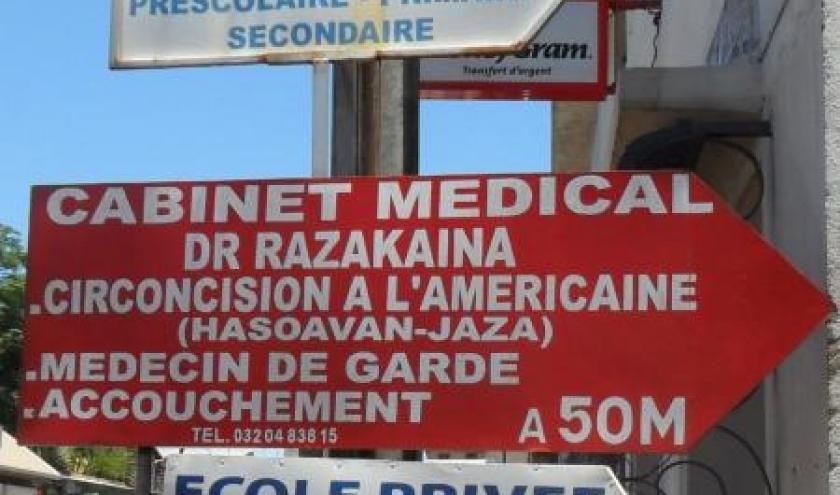 Un panneau tel que ceux qu'affichent de nombreux cabinets de docteurs