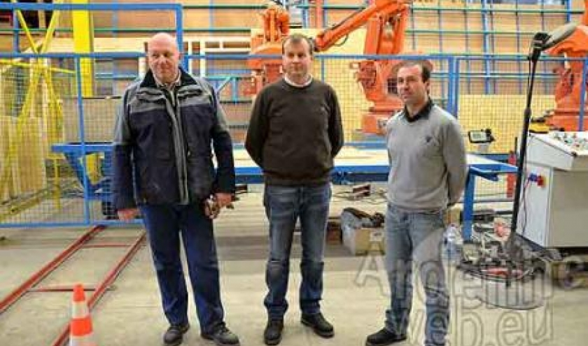 Libramont exhibition and congress hall construit par trois robots de Mobic sa-7155