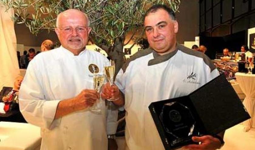 Robert Van Duuren, President des Maitres-Cuisiniers de Belgique et Olivier Accindinus, laureat du concours.