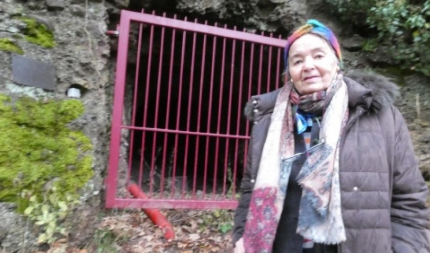 "Maria devant "" la grotte"""