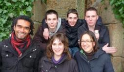Six eleves de l'ISJ Trois-Ponts en Normandie