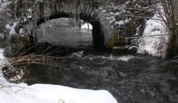 Le pont de Suhet, vu de la rive gauche, d'amont