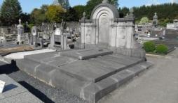 Le tombeau de Mgr Paul-Justin Cawet